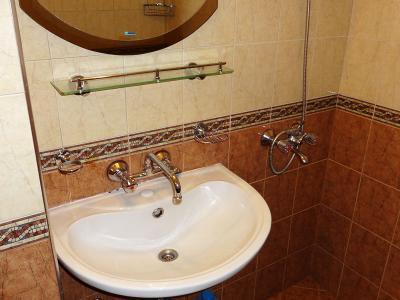 Ремонт на баня - поставяне на мивка