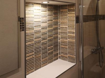 Ремонт на баня с ефектни плочки и LED осветление