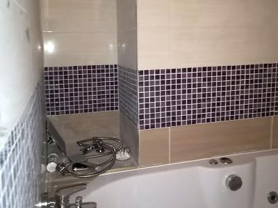 Ремонт на баня с монтаж на вана и лепене на няколко вида плочки