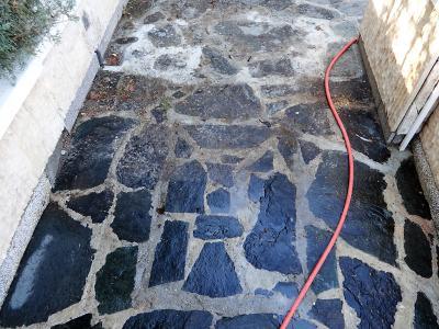 Почистване с пароструйка на мозайка