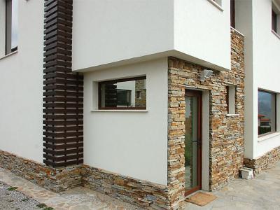 Обектът - двуетажна еднофамилна къща в Делта хил