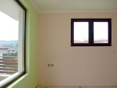 Шпакловка и боядисване с латекс. Избиване на прозорец.