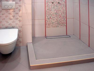 Залепване на няколко вида плочки в баня, монтаж на тоалетна