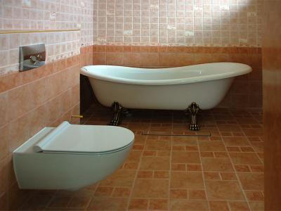 Залепване на плочки в баня, монтаж на вана и биде